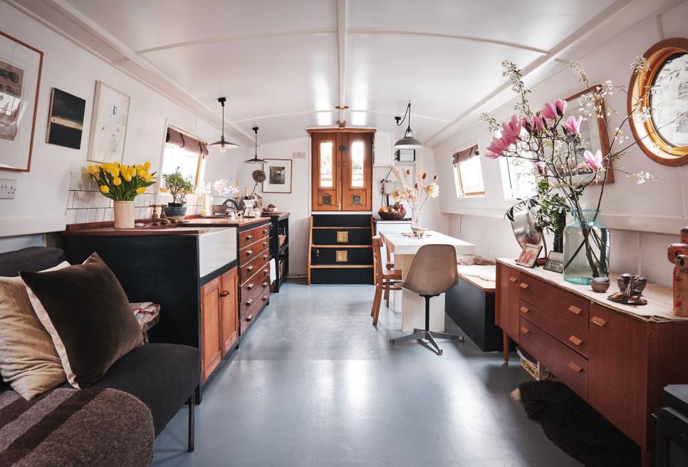 Chinampa Houseboat